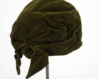 1940's Turban hat with bow in green velvet