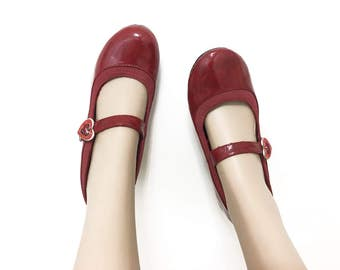 Vintage Red Mary Janes / Heeled Mary Janes 9 / Red Heeled Shoes / Red Pumps 9 / 90s Women's Heels 9 / Shiny Red w/ Silver Buckle & Hearts