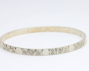 Vintage sterling silver child's bangle/child's bracelet/engraved bangle/child's jewellery/gift for a girl/small bangle/small bracelet