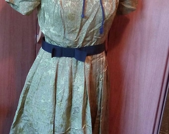 flamboyant dress 1950 s with built-in petticoat! old stock