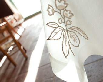 Linen tablecloth with hand embroidery/white linen tablecloth/natural linen tablecloth/elegant tablecloth/tablecloth for easter day