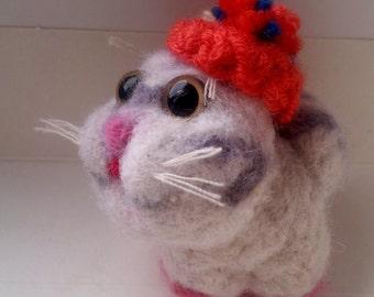 kitten in the beret. Wool 100%.handmade