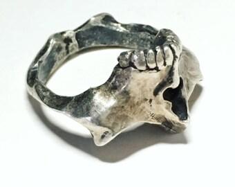 Skull bat ring