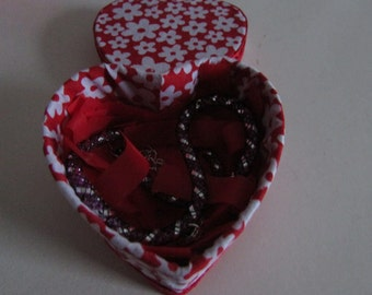 Heart box with choker necklace