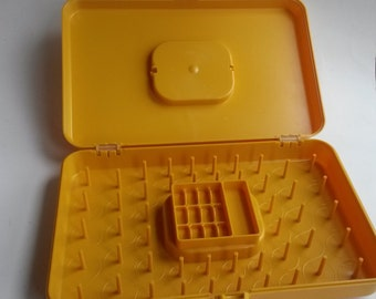 Wilson Wil-Hold Plastic Sewing Box Thread Bobbin Case