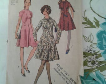 Free Shipping Anywhere!!! Vintage 1970 Simplicity  Sewing Dress Pattern 9009 Size 14