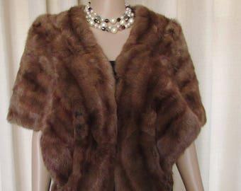 """vintage beautiful  and chic Russian squirrel fur stole/  élégante et chic étole d'écureuil de Russie  med-large  58"""" X 15"""""""