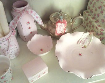 Shabby Chic Dish / Bowl / fluted  Blush Pink with Rose detail. Cath Kidston Style