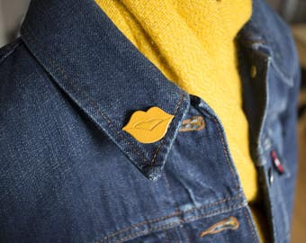 "Brooch leather mouth ""The Big Kiss"" mustard made hand"