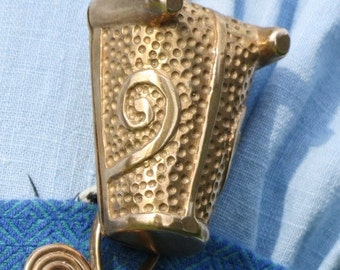 Animal Head Brooches Spiral