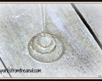 3 Ring Necklace, 3 Sisters Necklace, 3 Friends Necklace, 3 Interlocking rings Necklace, Past Present Future Necklace