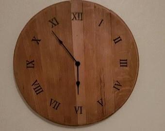Whisky barrel lid clock