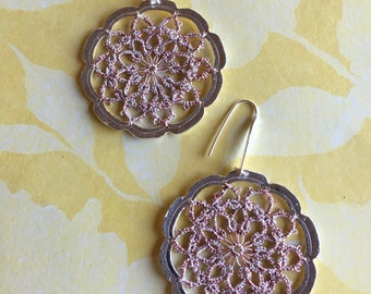 Arete tissue with tatting set in silver
