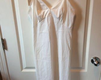 Vintage Vanity Fair White Full Slip NOS Size 34