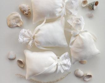Ivory White Linen Favor Pouches, Wedding Favor Bags, Set of 10, Rustic Wedding, Candy Bar Bag, Festive Decoration, Pure Linen