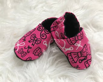 Bow-tiful booties minnie mouse