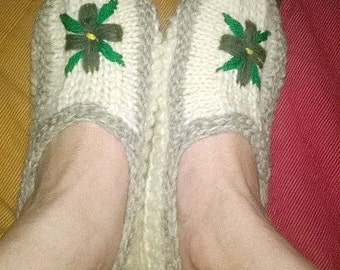 woman slippers 100 percent Virgin wool knitted hand