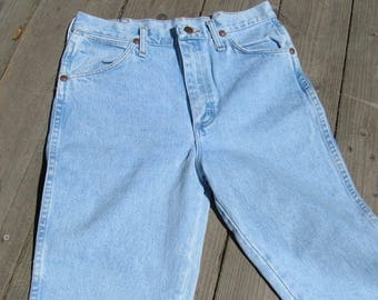 Wrangler  28 / 2 / 4 Raw Cropped Ankle /Made in USA  /Light Wash / High Waist /Classic Straight Leg Jeans