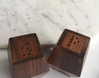 Mid Century Salt and Pepper Shakers//Mid  Century Modern Salt & Pepper Shakers//Walnut Shakers