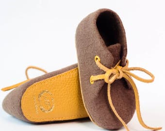 Ami Peluche. Big SALE. Handmade merino wool baby booties with leather soles. 6-12 months,12-18 months