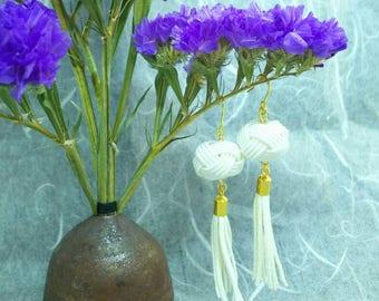 White Tassel Mizuhiki Earrings (Gold)