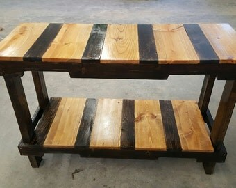 pallet table in oak and walnut stain