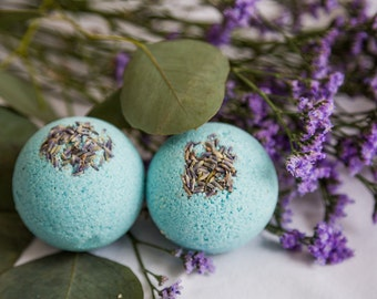 Bath Bomb // Muscle Soother Blend // Eucalyptus, Lemon & Lavender // Lavender buds // Blue // Aromatherapy and essential oils