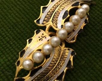 Vintage brooch, flower brooch, gold effect  brooch, pearl brooch, vintage jewellery, scarf brooch, sparkly brooch