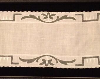 Vintage Tray Linen