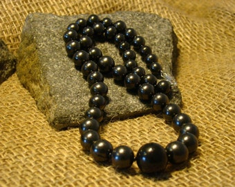 Shungite necklace  the beads 16-12-10-8 mm. from Karelia.