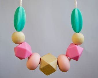 Organic teething necklace for stylish mama and teething baby. New mum gift, new baby gift, baby shower gift. 10% profit to Children charity