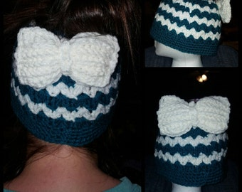 Messy bun-beanie with bow