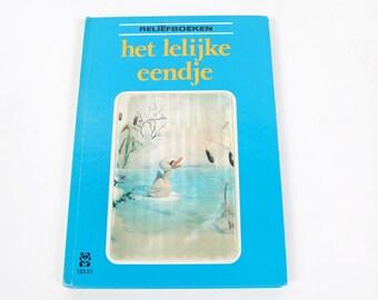 Vintage children's books-Reliefboek the ugly duckling