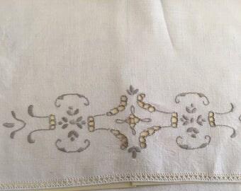 Tea towel / Biege linen cutwork