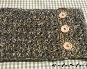 Crochet wool neckwarmer green-yellow-white with wooden buttons