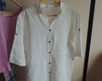 FREE SHIPPING - Vintage White LINEN Blouse/ tunic with coconut bottons and lace, size xl, Made in Italy