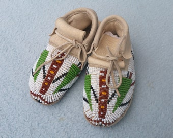 Arapaho children Mocassin replica with original bead-work design