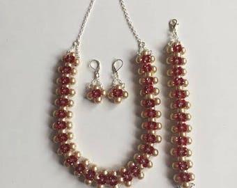 COLLAR,PULSERA Y ARETES con perlas y murano guinda