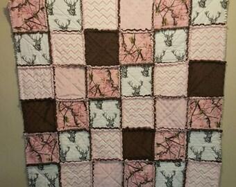 Pink camo rag quilt