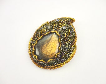 Bead embroidery brooch with labradorite cabochon