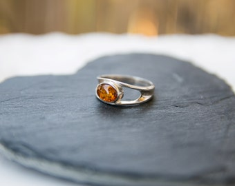 silver inlaid natural amber ring