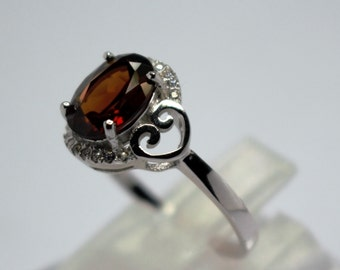 White lap seam silver ring of Garnet and topaz