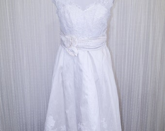 V-neck, knee length dress with Alenceon lace on bodice with appliques on skirt. SIZE 6-8