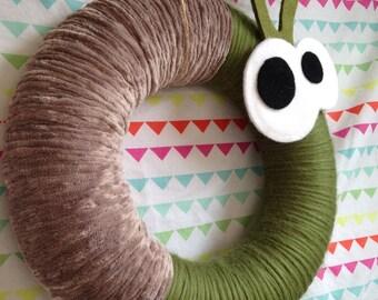Rustic  Snail yarn wreath, Nursery Wall Decor, Door Wreath, Felt Decoration, Bedroom Decor