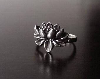 925 sterling silver lotus ring/vintage flower ring/antique flower ring/silver flower ring/nature ring/zen ring/oxidized ring/floral ring