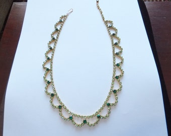 Stunning vintage 1950s green diamante necklace