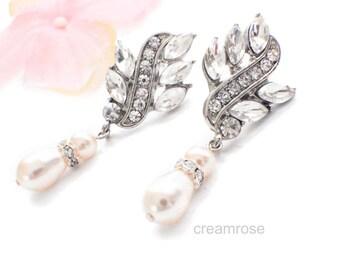 Pearl chandelier earrings, bridesmaid earrings, bridal jewelry, pearl crystal earrings, pearl bridesmaid jewelry, wedding pearl earrings