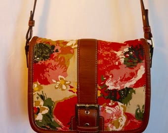 This pretty floral cotton canvas crossbody bag is perfect for summer. Oh, how I love you , Liz Claiborne.