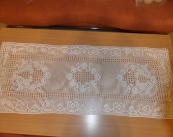 beautiful table runner for every occasion