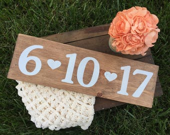 Save the date sign / wedding date sign / engagement date sign / wedding